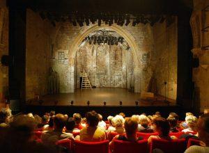 salle-leo-ferre-avec public théâtre du chêne noir