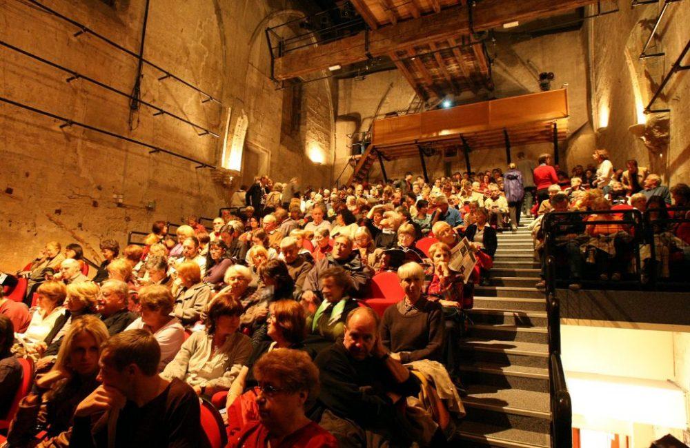 Salle Léo Ferré avec Public