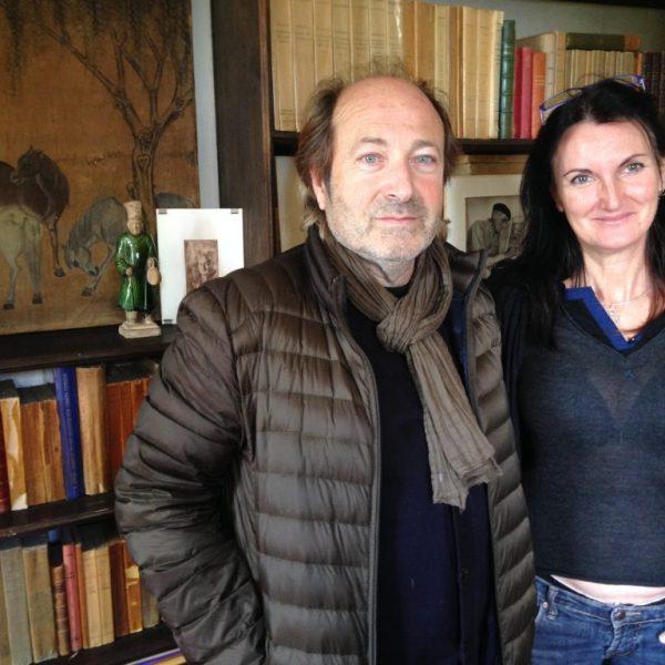 Agnes Durbet Giono et Salvatore dans le mythique bureau de son grand père à Manosque